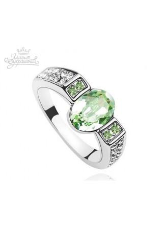 Кольцо со Сваровски зеленого цвета