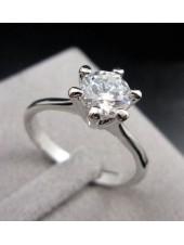 Кольцо Тонкое с одним кристаллом Сваровски в серебре