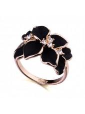 Кольцо с кристаллами Сваровски Цветок (черная эмаль) в золоте