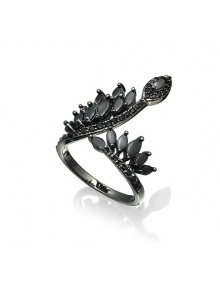 Кольцо с черными камнями