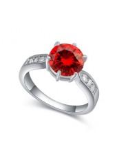 Кольцо с красным фианитом