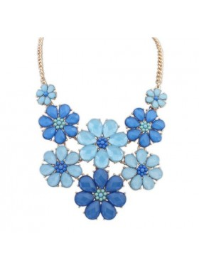 Широкое летнее ожерелье с голубыми и синими цветами