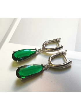 Серьги Элегантные с зелеными фианитами